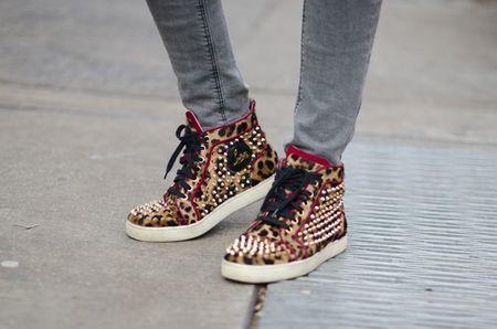 Las grandes firmas de zapatos se apuntan a  la moda de la zapatillas de deporte