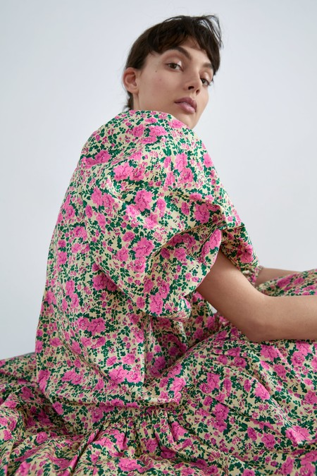 Zara tiene los 21 vestidos por menos de 30 euros en las rebajas de su sección Special Prices