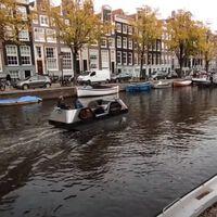 """Este """"barcotaxi"""" es eléctrico, autónomo y puede surcar canales urbanos transportando personas o carga"""