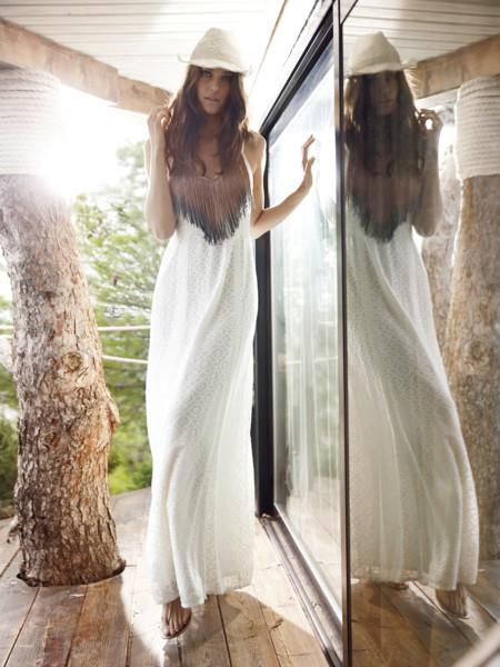 Sal a la conquista del street style con estos 15 maxi vestidos