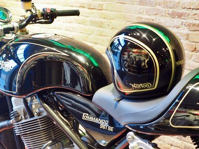NZI y Norton Motorcycles, unidos por el estilo retro con unos cascos muy british