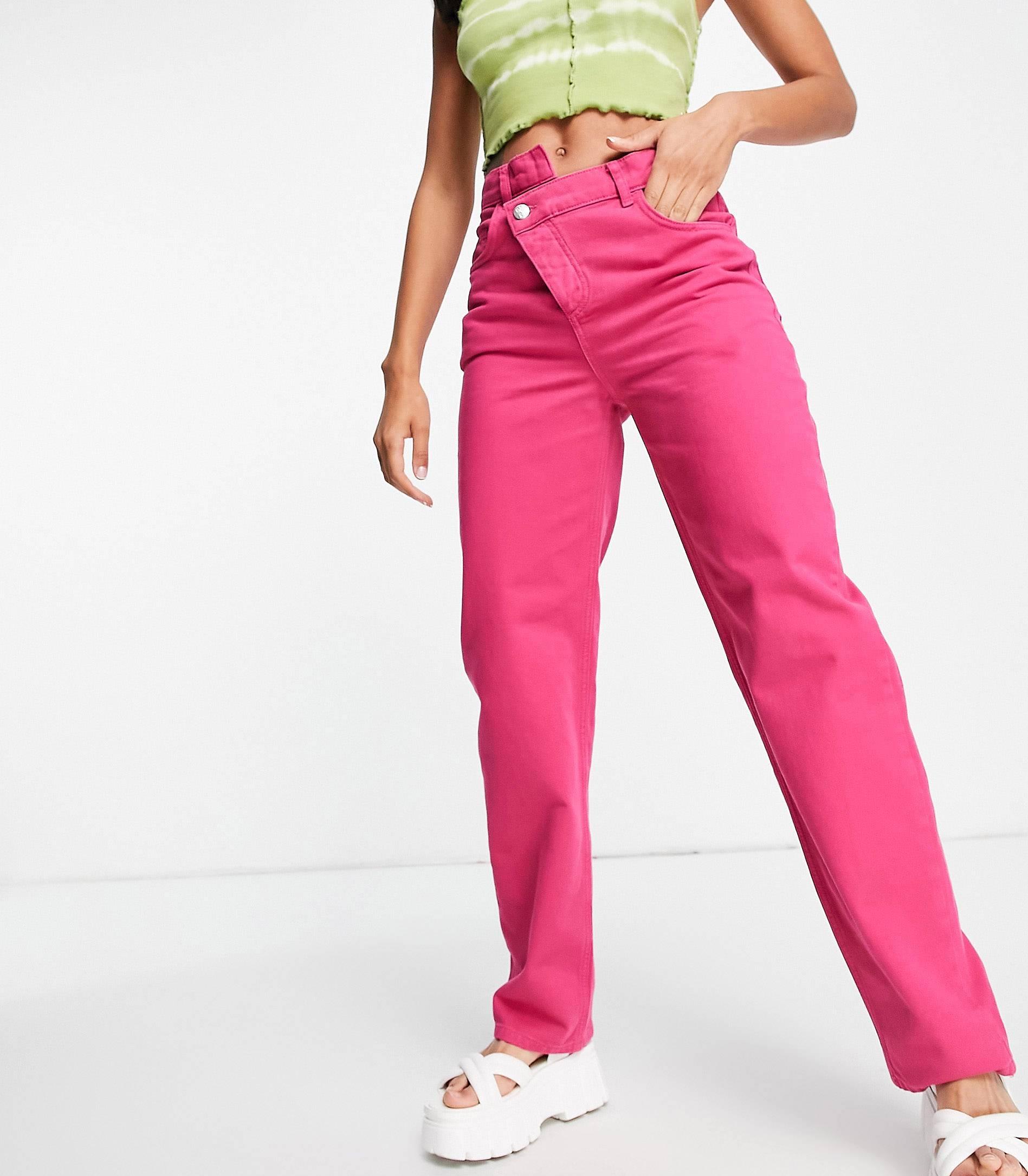 Vaqueros dad rosas con cintura escalonada de estilo años 90.