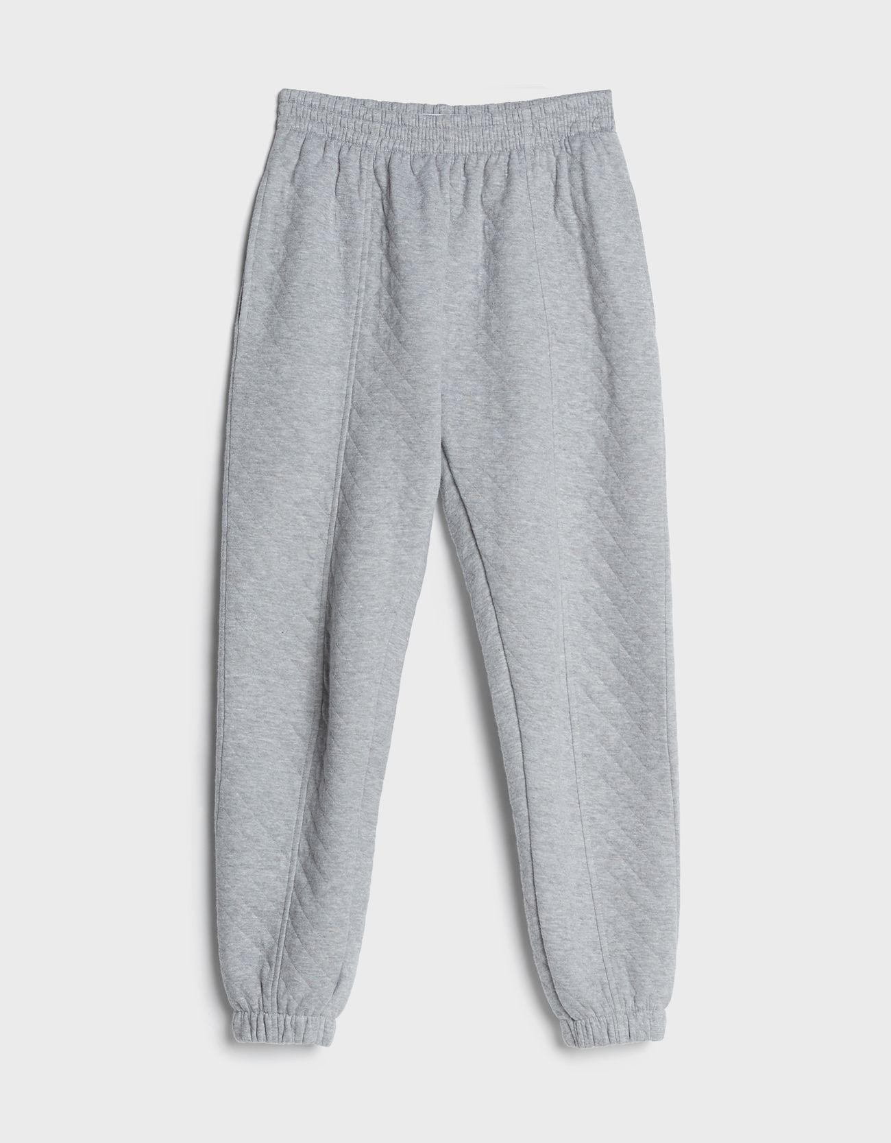 Pantalón jogger textura.