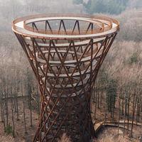 Forrest Tower, la espiral en un bosque danés que casi te hace tocar las nubes