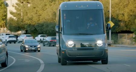Amazon despliega sus furgonetas eléctricas Rivian: esperan poner 10.000 en las calles para el año que viene