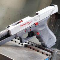 Un fabricante de armas crea una pistola con el aspecto de un Nintendo Zapper