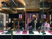 El mundo de las tiendas de moda: los dependientes aduladores