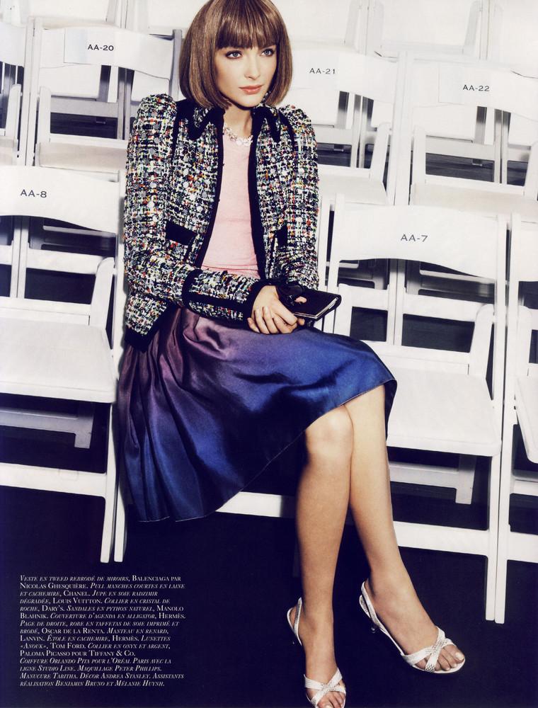 Foto de Snejana Onopka como Anna Wintour en la revista Vogue francesa (7/8)