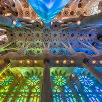 Los secretos geométricos de Gaudí: catenarias, hiperboloides y una profunda simbología del número 12