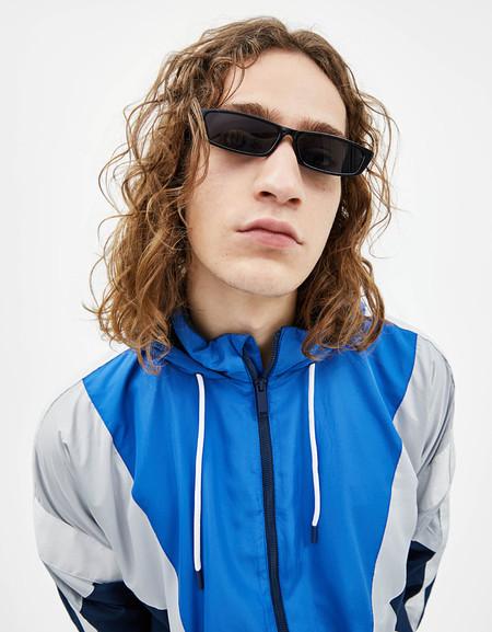 Al Mero Estilo De Matrix Bershka Nos Ofrece Unas Gafas De Sol Perfectas Y Justo A Tiempo Para La Primavera