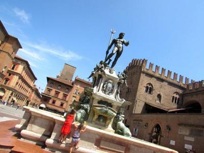 La Fuente de Neptuno en Bolonia: mitológica, erótica y estudiantil