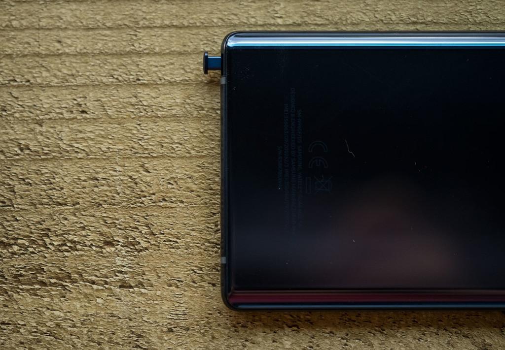 La próxima meta de Samsung: integrar cámara, lector de huellas, altavoz y botones bajo la pantalla de sus móviles