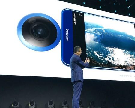 Huawei presenta una cámara de 360° y el mundo se pregunta si la moda no ha pasado ya