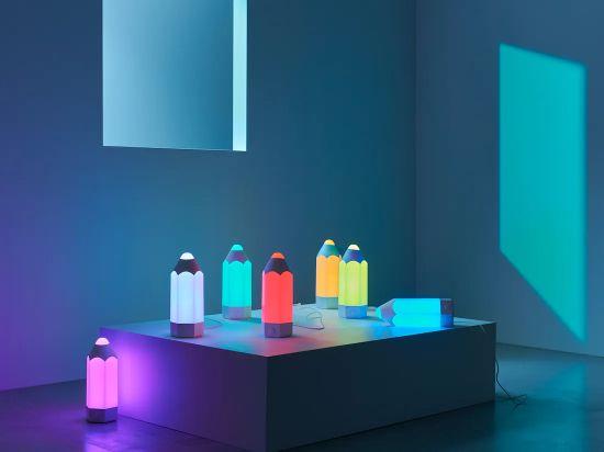 Lámpara de mesa multicolor
