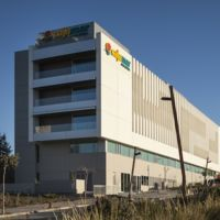 Tres tipos de fachada para un solo edificio: Cajamar en Almería