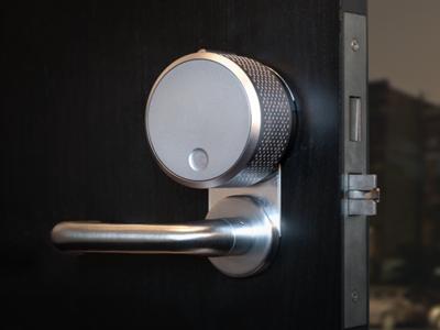 Con este sistema de cerradura adaptable puedes controlar cualquier puerta desde tu smartphone