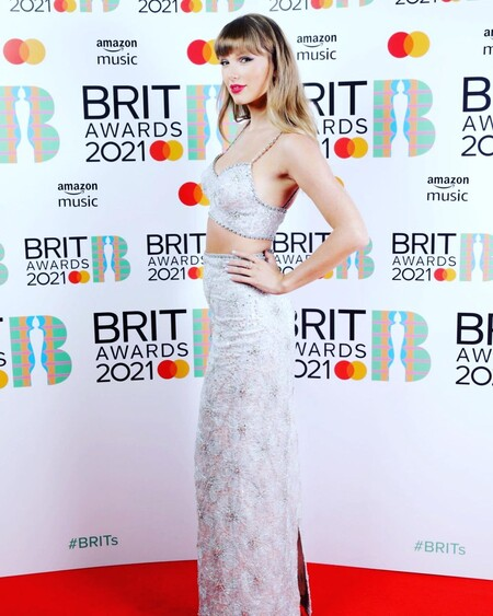 alfombra roja de los brit awards 2021