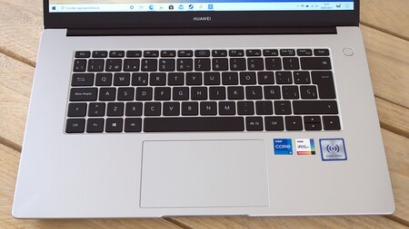 Huawei Matebook D15 2021 Review Xataka Espanol Teclado Y Touchpad Diseno