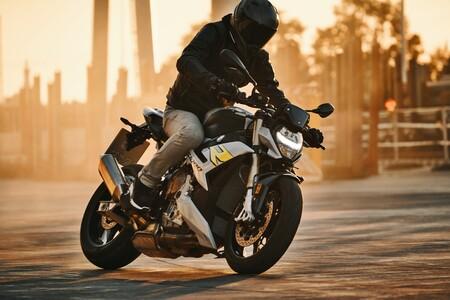 La BMW S 1000 R ya tiene precio: desde 16.370 euros para una naked deportiva con más tecnología y los mismos 165 CV
