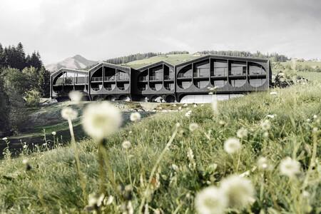 Viajamos a los Alpes italianos para conocer un nuevo hotel que reinventa el diseño tradicional de la zona