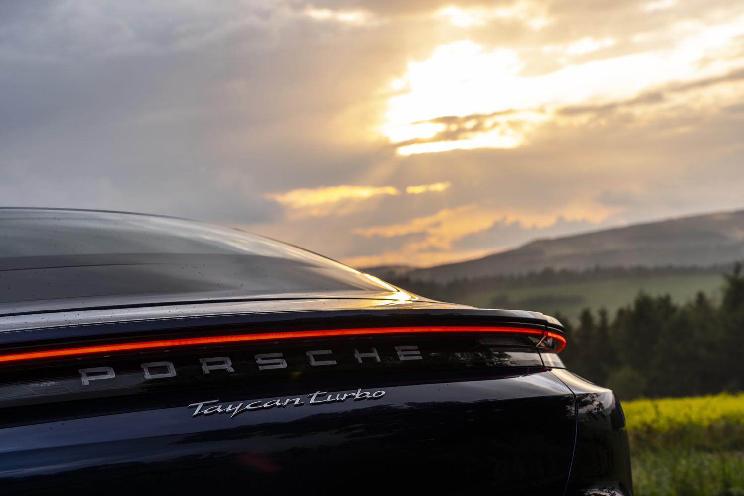 Foto de Porsche Taycan prueba contacto (100/275)