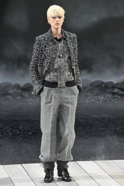 Foto de Chanel Otoño-Invierno 2011/2012 en la Semana de la Moda de París: el Apocalipsis de Karl Lagerfeld (13/17)