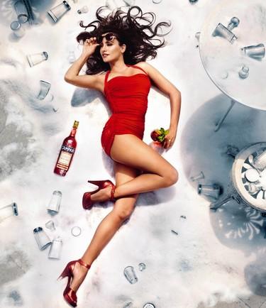 Penélope Cruz, un pivón de mucho cuidado en rojo pasión para el Calendario Campari 2013