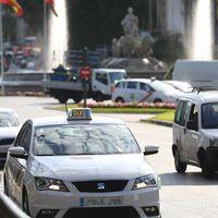 """Establecer una distancia mínima de 300 metros para pedir una VTC es la """"solución"""" que ofrece Madrid a los taxistas"""