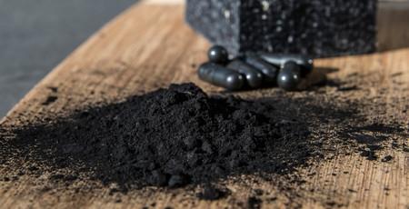 El carbón activado ni purifica ni desintoxica, pero sí que pone en riesgo nuestra salud