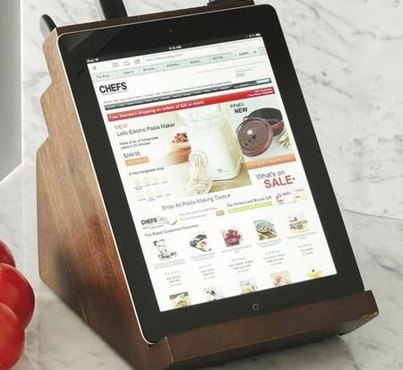 Victorinox nos propone un taco para los cuchillos que sirve de soporte para el iPad