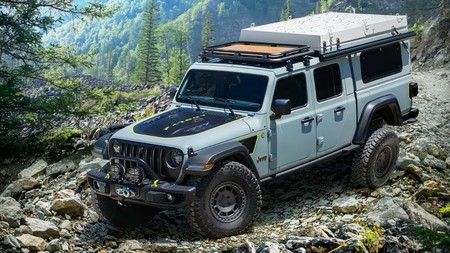 Jeep Gladiator Farout Concept: una pick-up camperizada para dar cobijo a cuatro personas y con cocina