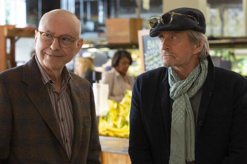 'El método Kominsky': Michael Douglas y Alan Arkin no salvan la nueva y sosa comedia del creador de 'The Big Bang Theory'