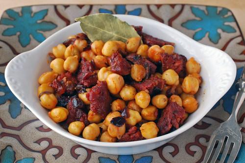 Garbanzos salteados con chorizo y pimentón: receta muy fácil de inspiración marroquí