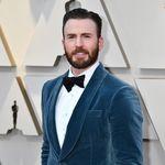 De azul y en terciopelo, Chris Evans en la alfombra roja de los Premios Óscar 2019