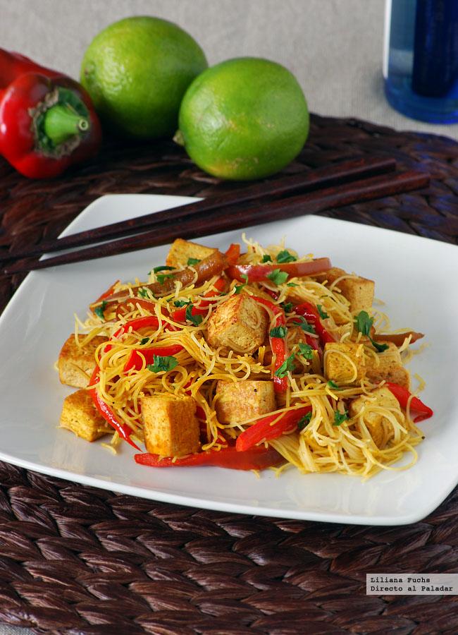 Fideos de arroz con salteado de tofu y pimiento receta - Comida vegetariana facil de preparar ...