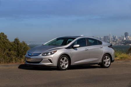 El Tesla Model S y el Chevrolet Volt ayudan a superar por segunda vez en EEUU los 100.000 coches enchufables matriculados en un año