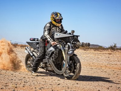 Disparar 50 balas por segundo a 320 km/h ahora es una realidad con esta Yamaha YZF-R1 War Horse