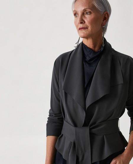 Chaqueta de mujer con solapa en gris