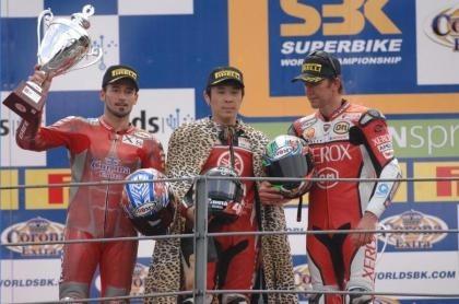 Haga logra en Monza el primer doblete de 2007