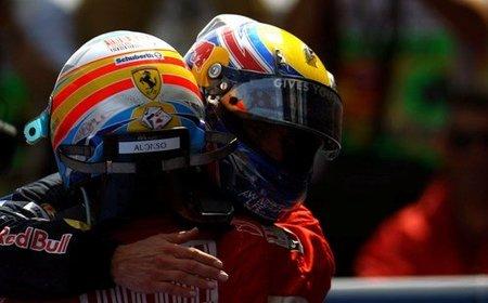 Mark Webber y Fernando Alonso en el GP de España 2010