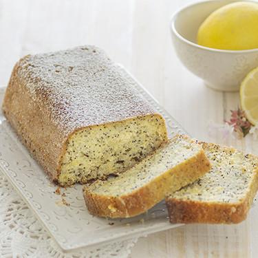 Cake de yogur, limón y semillas de amapola: receta para arrancar bien el día