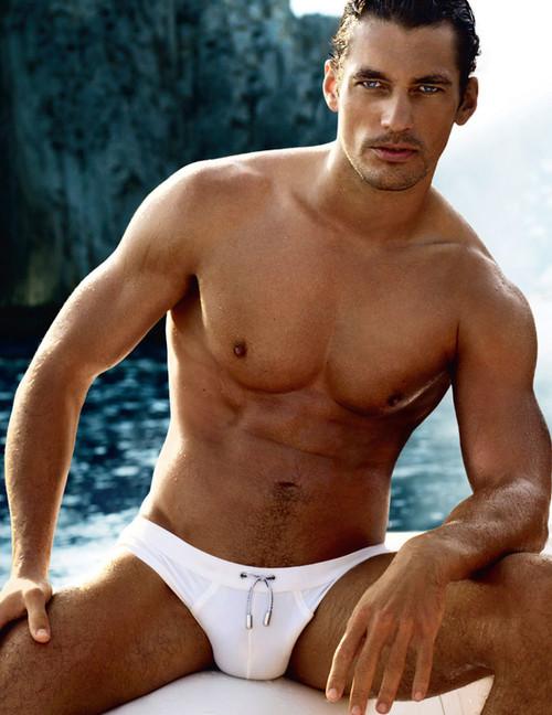 Las 7 razones por las que resulta muy osado ponerte un bañador slip de color blanco si no tienes el cuerpo de David Gandy