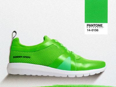 Pantone convertirá el grennery, color del 2017, en una colección de calzado deportivo