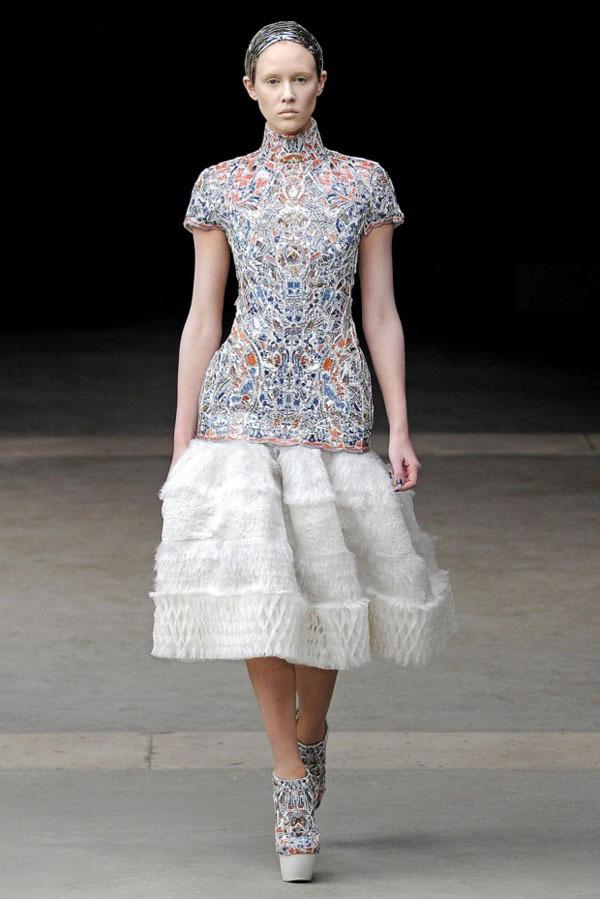 Foto de Alexander McQueen Otoño-Invierno 2011/2012 en la Semana de la Moda de París: Sarah Burton continúa con nota el legado (10/27)