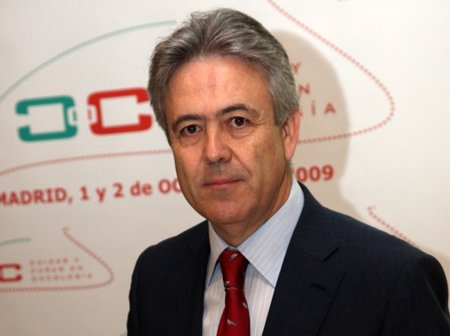 'Voy a seguir utilizando mi móvil como hasta ahora'. Entrevista a Emilio Alba, Presidente de la Sociedad Española de Oncología Médica