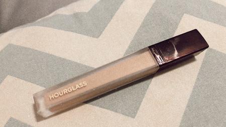 El nuevo corrector Vanish de Hourglass ha pasado la prueba: tapa ojeras oscuras y manchas, no deja arruguitas y es súper ligero