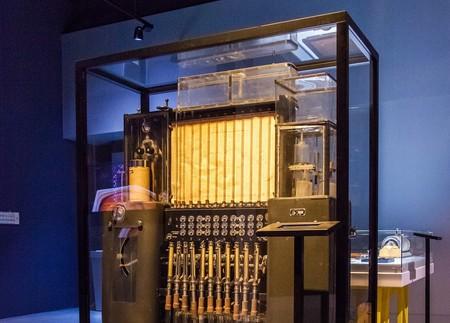 El ordenador soviético que funcionaba con agua en vez de electricidad