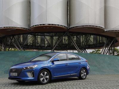 Probamos el Hyundai IONIQ híbrido enchufable, la opción ideal para no gastar gasolina en ciudad