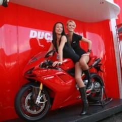 Foto 23 de 35 de la galería las-pit-babes-de-estoril-en-una-ducati-1098 en Motorpasion Moto