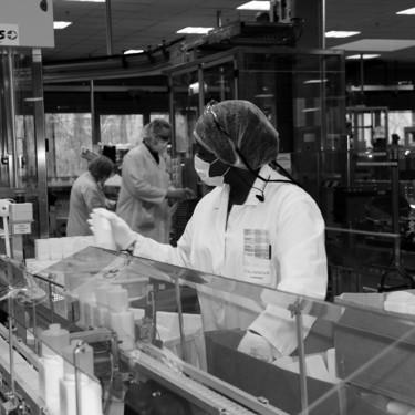 Clarins se une a la fabricación geles desinfectantes para los hospitales de Francia en la lucha contra el Coronavirus